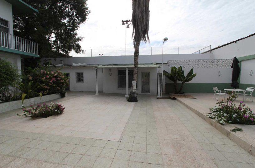 Old Style Manta Home Garaje