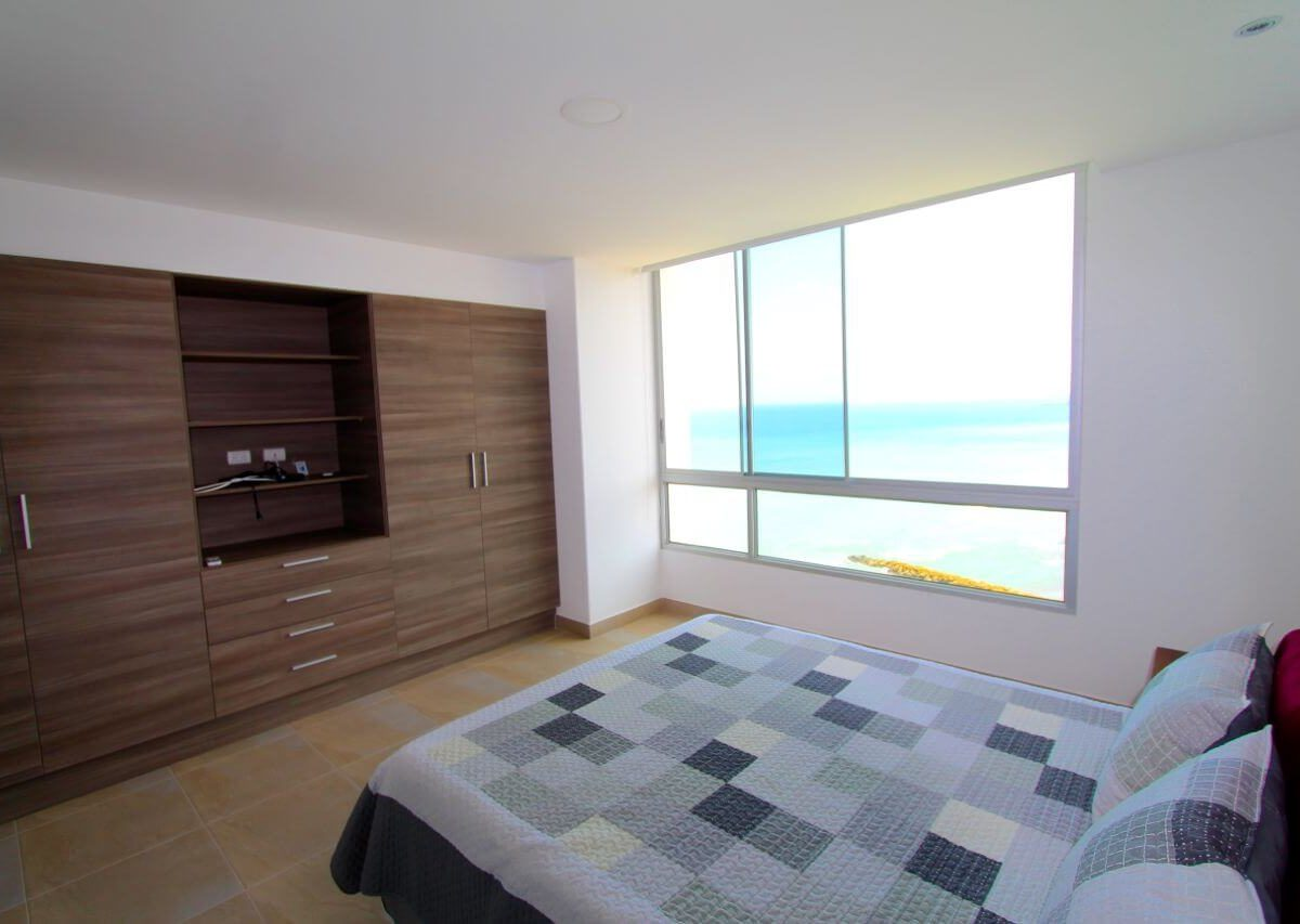 Beachfront Condo Master With View