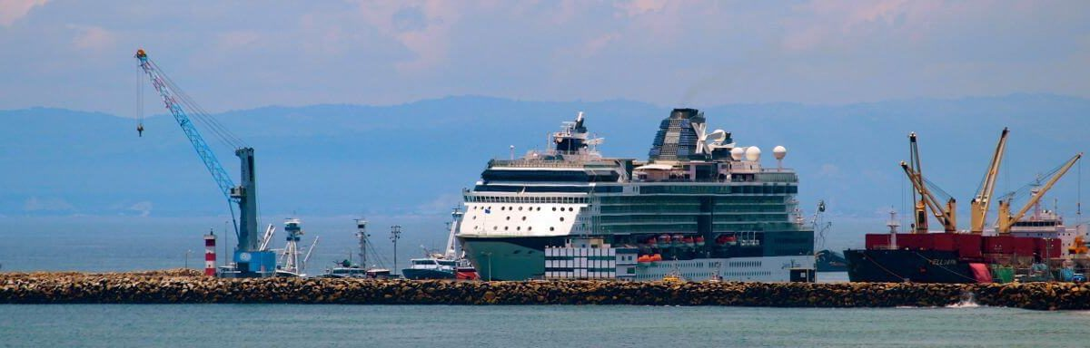 Manta Cruise Ship