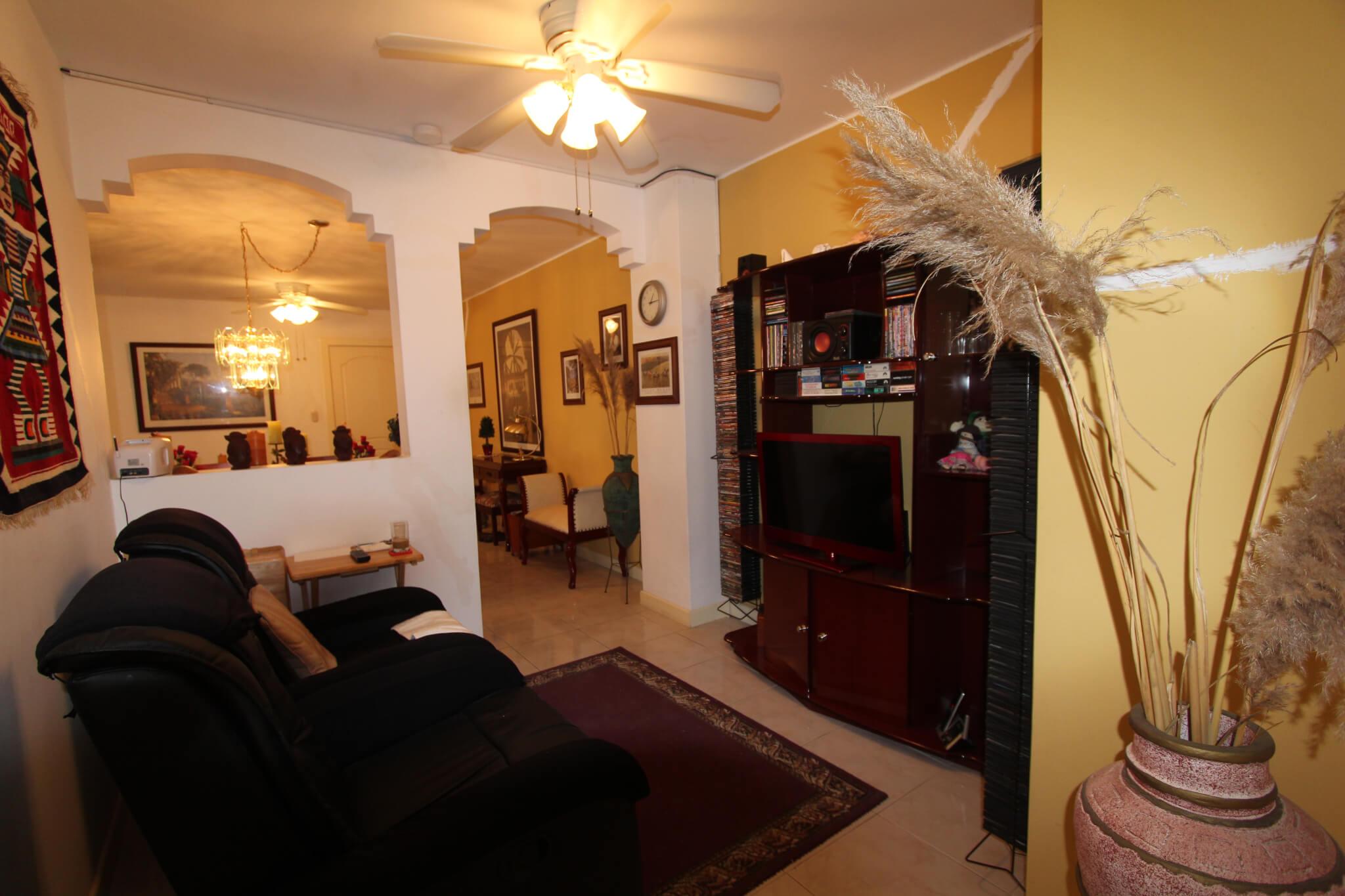 Midtown Manta Ecuador Three Bedroom Luxurious Apartment Real  # Muebles Cumbaya Ecuador