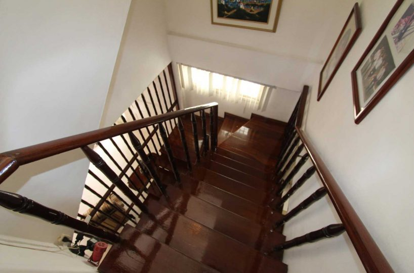 Old Style Manta Home Stairs