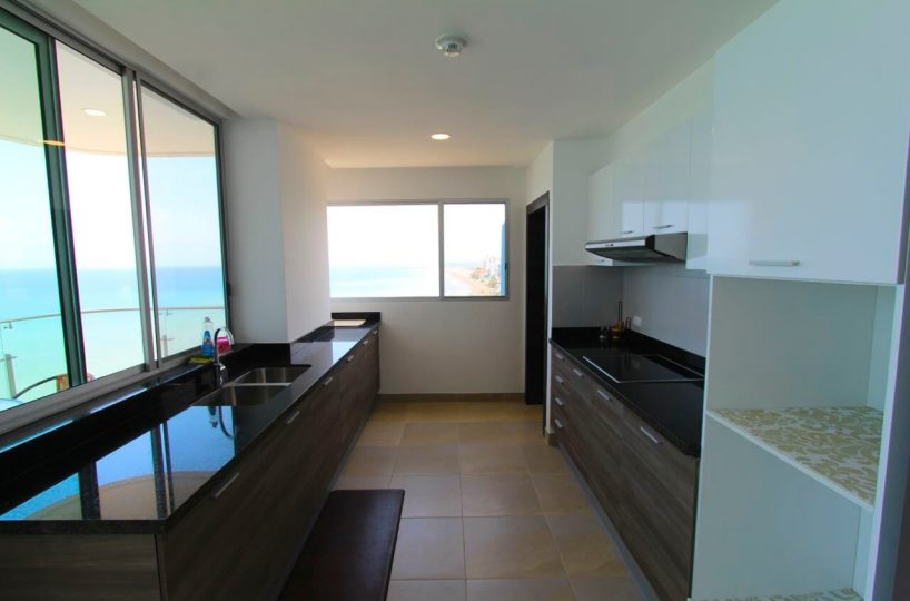 Beachfront Condo Kitchen