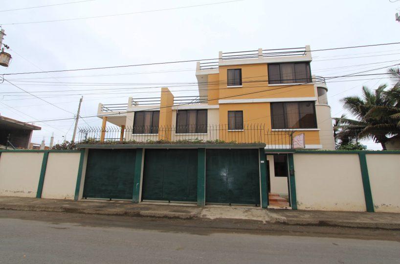 San Clemente Yellow House 1