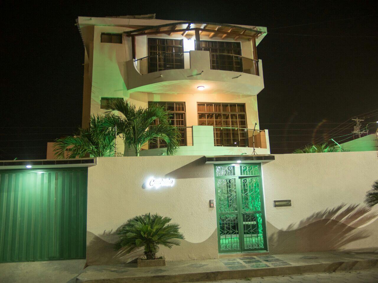 Manta Hotel Front