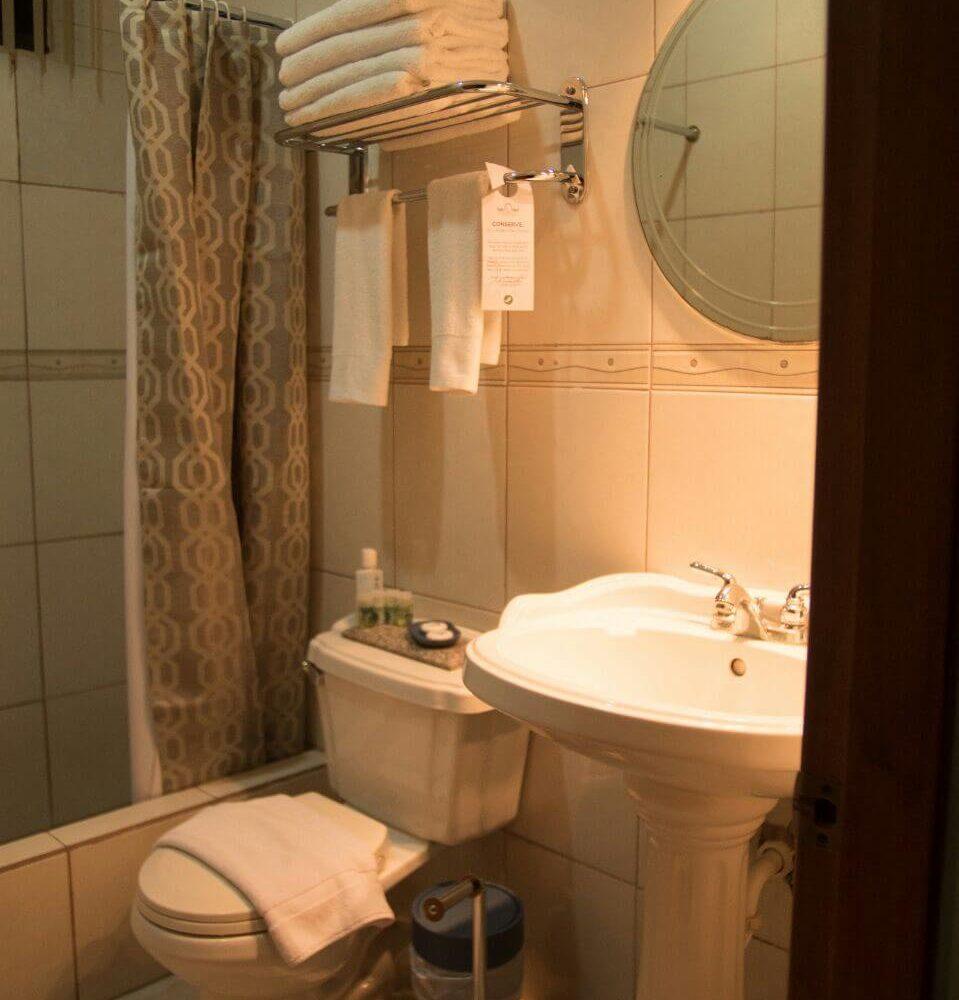 Manta Hotel Bathroom